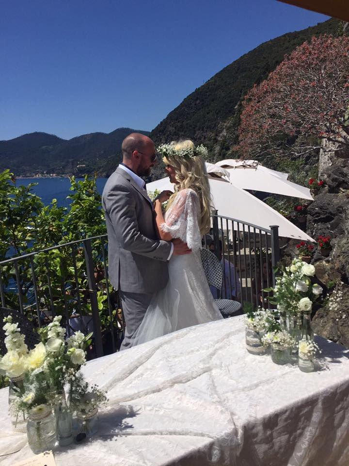 Hannah & Alex Wedding in Vernazza with music 2